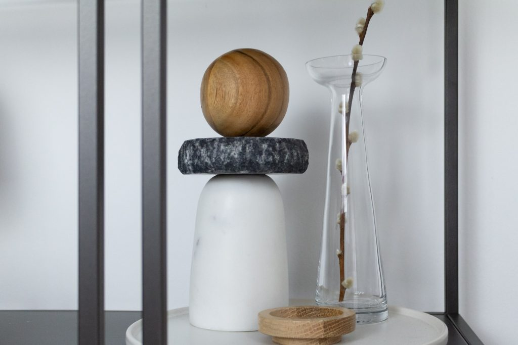 wood and marble objet